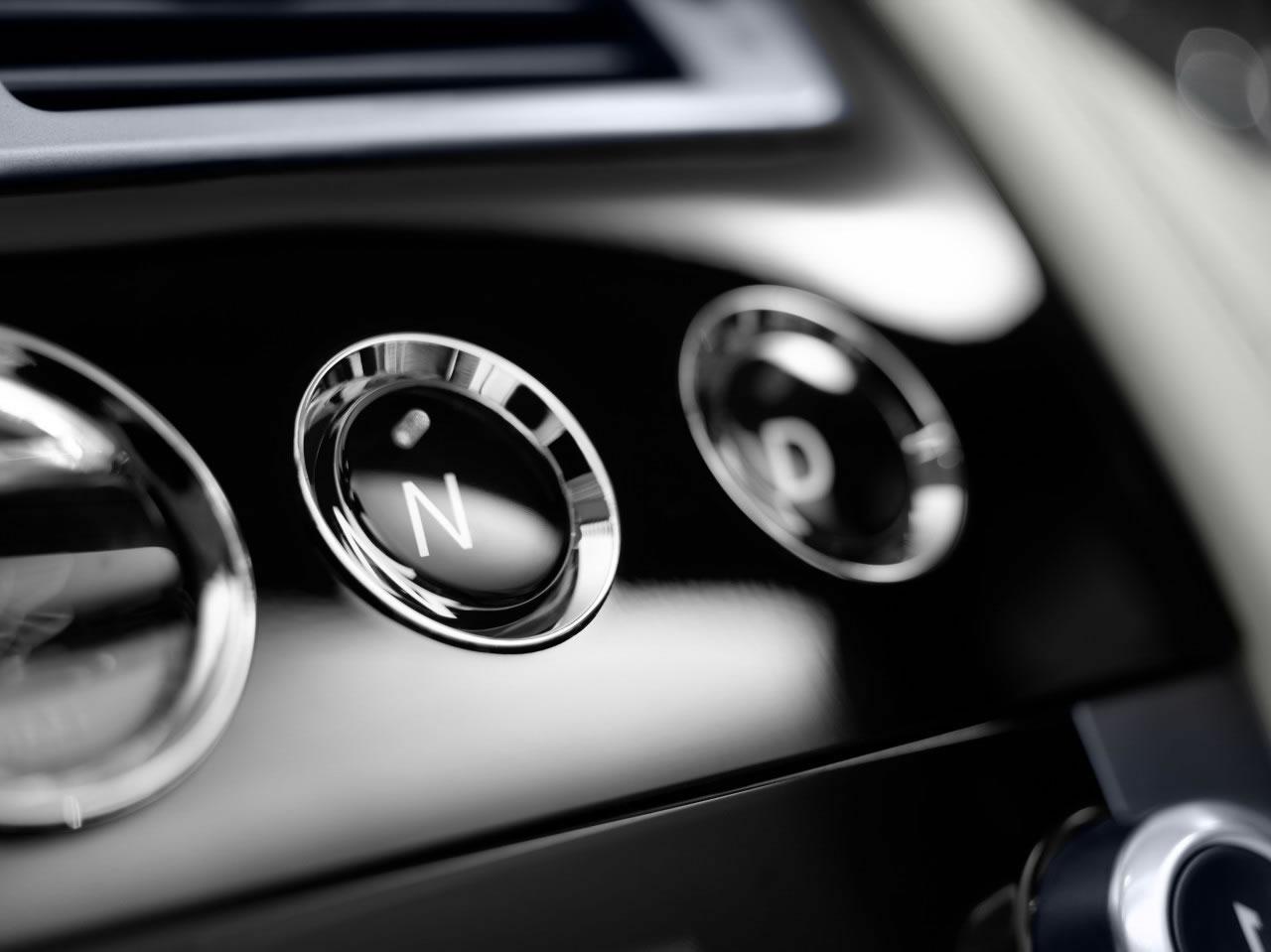 hire Aston-Martin-Rapide