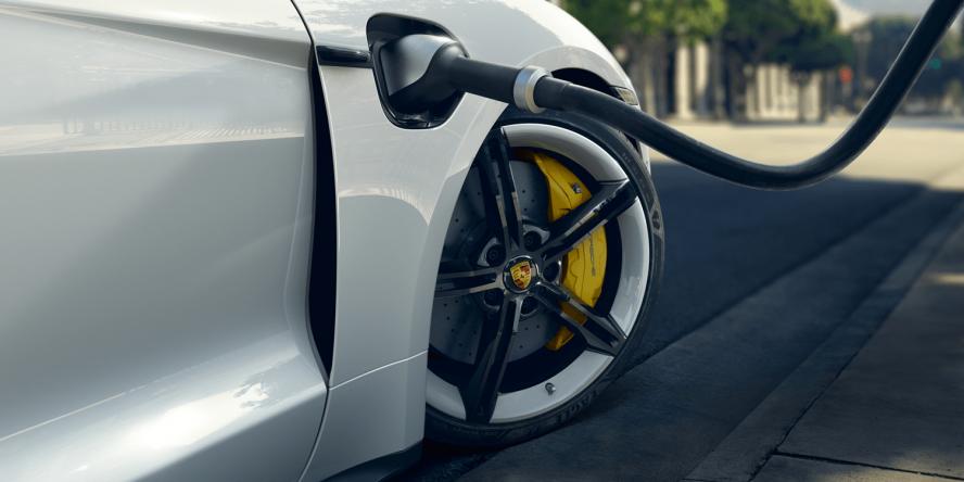 hire Porsche-Taycan